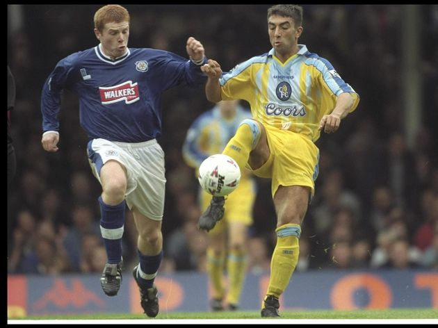Neil Lennon of Leicester (left) attempts to tackle Roberto Di Matteo of Chelsea