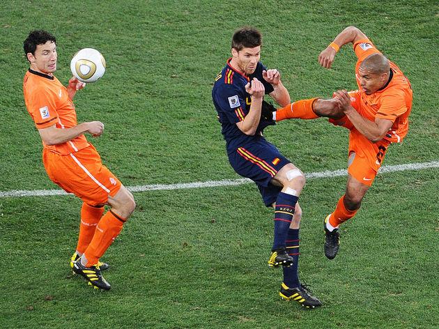 Netherlands' midfielder Nigel de Jong (R
