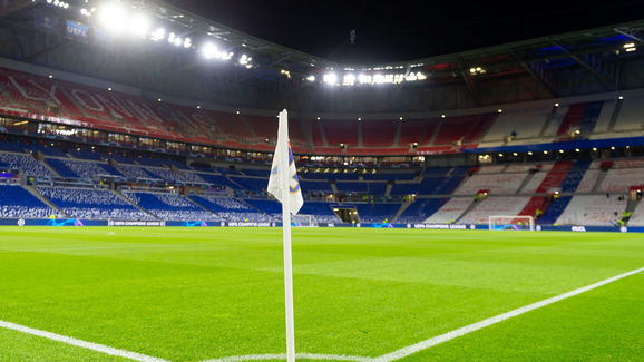 Olympique Lyonnais v FC Barcelona - UEFA Champions League Round of 16: First Leg