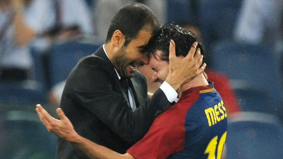Barcelona´s coach Josep Guardiola (L) ce