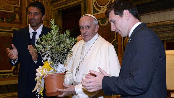 Pope Francis,Gianluigi Buffon,Lionel Messi