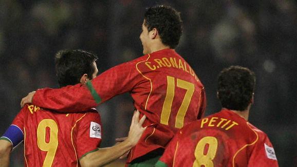 Portugal's Armando Teixeira (L) and Cris