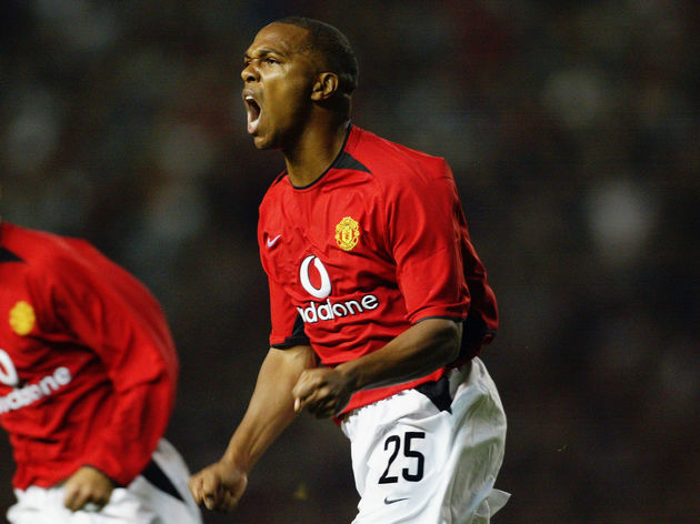 Quinton Fortune of Manchester United celebrates after scoring
