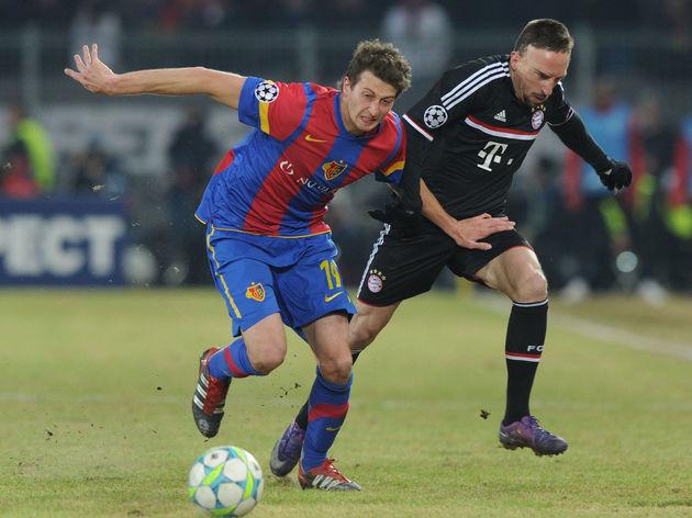 (R-L) Bayern Munich's French midfielder