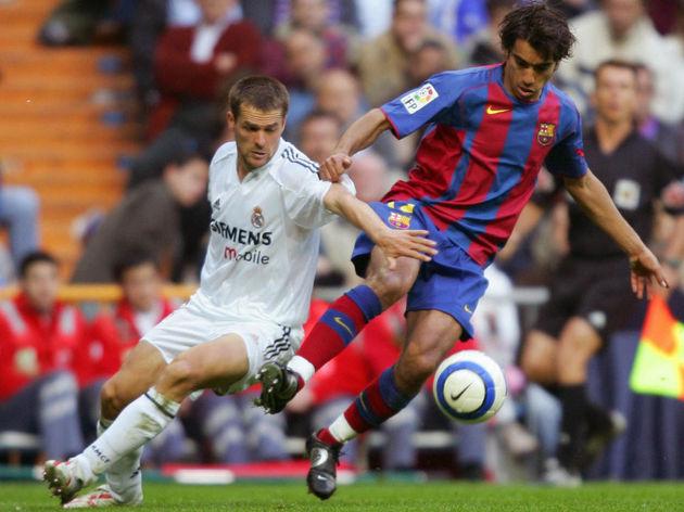Real Madrid's Briton Michael Owen (L) vi