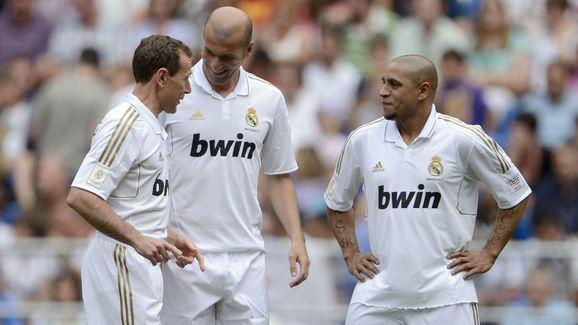 Real Madrid's Emilio Butragueno (L),  Zi
