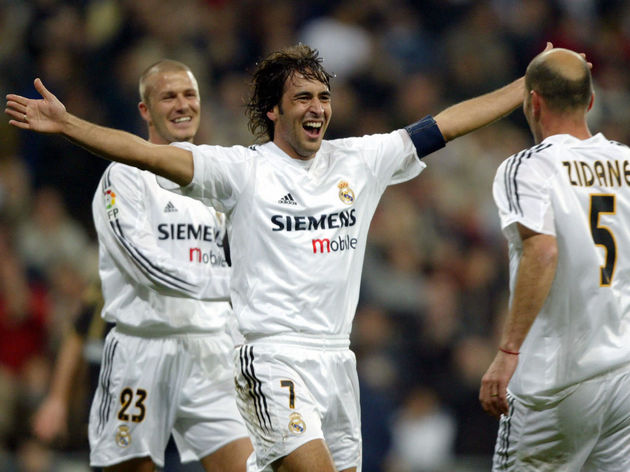 Real Madrid's Raul (C) celebrates his go