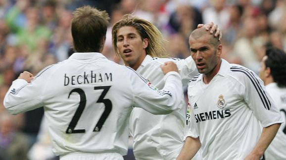 Real Madrid's Zinedine Zidane (R) celebr