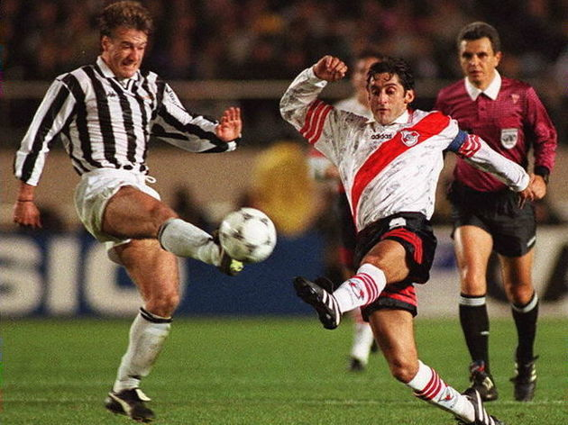 River Plate forward Enzo Francescoli (C)