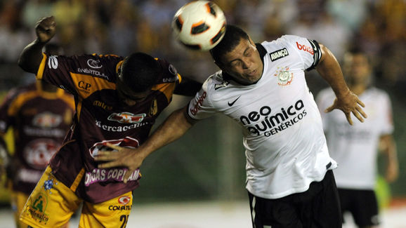 Ronaldo (R), of Brazil's Corinthians vie