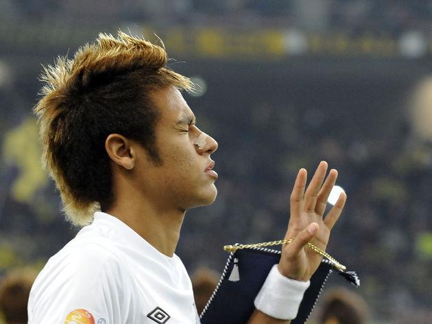 Santos FC forward Neymar enters the pitc
