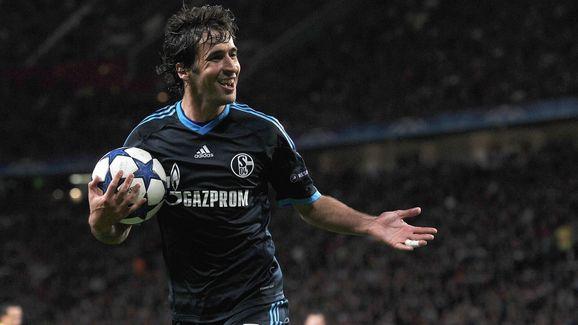 Schalke's Spanish forward Raul smiles du