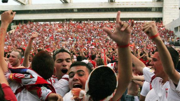 Sevilla's supporters celebrate after Sev