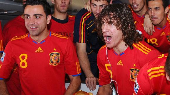 Spain's defender Carles Puyol (C) and Sp