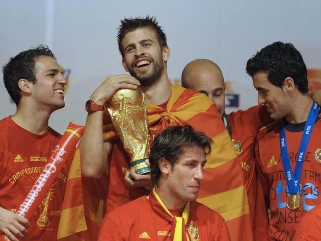 Spain's defender Gerard Pique (2ndL) hug
