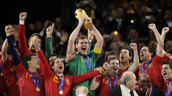 Spain's goalkeeper Iker Casillas (C) rai