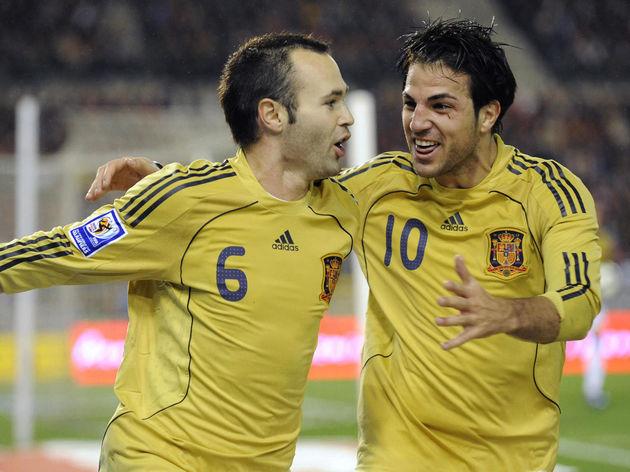 Spanish Andres Iniesta (C) celebrates wi