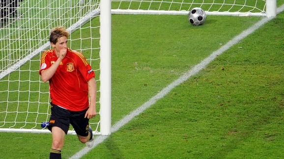 Spanish forward Fernando Torres celebrat