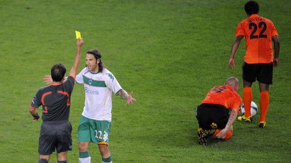 Spanish referee Luis Medina Cantalejo (L