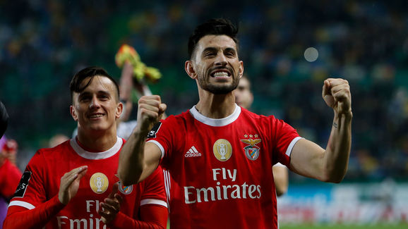 Players of SL Benfica celebrate