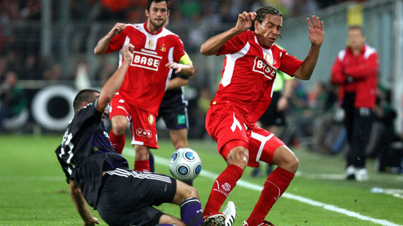 Standard's Axel Witsel (R) gets a red ca