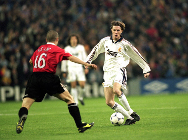 Steve McManaman of Real Madrid takes on Roy Keane of Manchester United