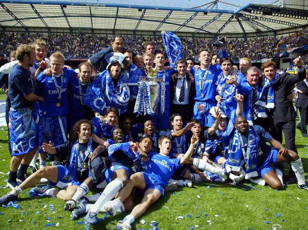 The Chelsea team celebrate with the Barc