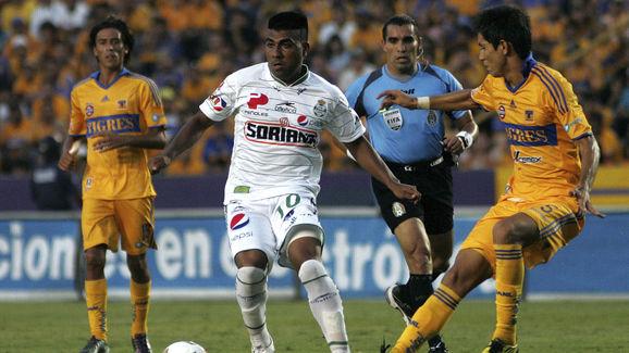 Tigres v Santos - Apertura 2010