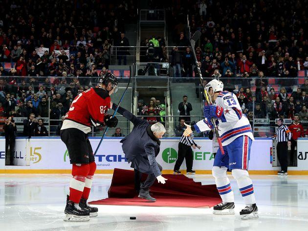 TOPSHOT-RUSSIA-FBL-IHOCKEY-MOURINHO