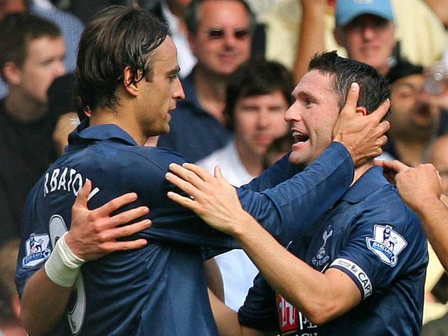 Tottenham's Dimitar Berbatov (L) celebra