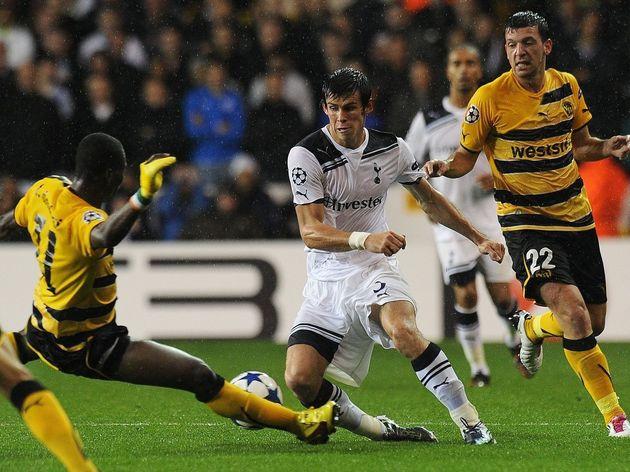 Tottenham's Gareth Bale (C) vies with BS