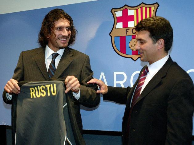 Turkish goalkeeper Rustu Recber (L) and