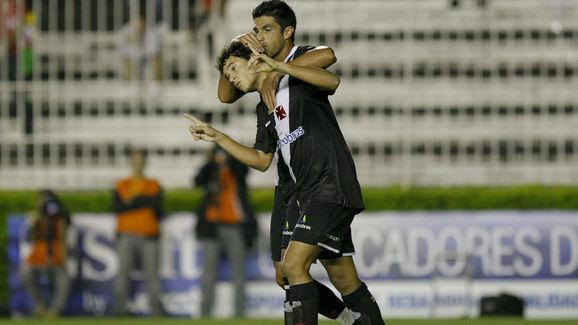 Vasco v Internacional - Brazilian Championship 2010