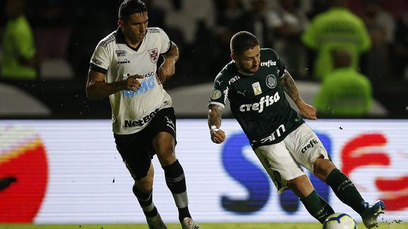 Danilo Barcelos,Zé Rafael