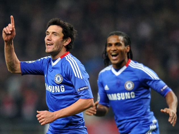 Yury Zhirkov (L) of Chelsea celebrates h