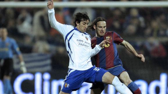 Zaragoza's Argentine Diego Milito (L) fi