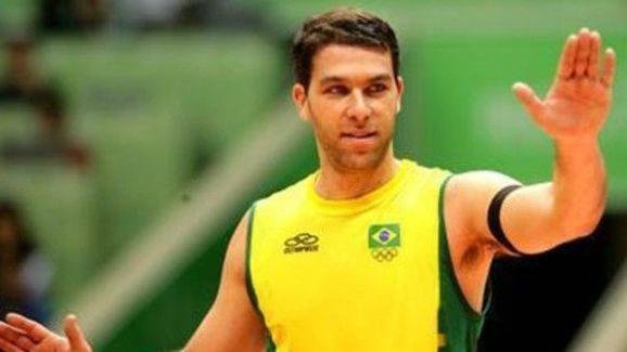 Marcelinho com a camisa da seleção brasileira