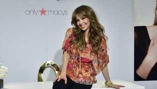 """A pocas horas de que se lleven a cabo los Premios Lo Nuestro 2019, la cantante Thalía enciende las expectativas con las fotografías de sus ensayos. """"Va a..."""