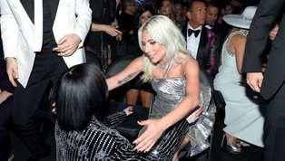 Como suele ser en la vida: una de cal y una de arena. Así son los momentos que atraviesa en este momento la artista Lady Gaga, quien por un lado disfruta el...