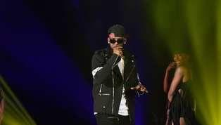Se suman nuevos nombres a la ola de hombres acusados por abusos sexuales en la industria del entretenimiento. En este caso, el cantante R. Kelly, autor de la...