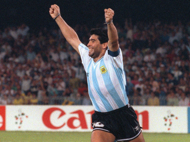 Argentinian forward Diego Maradona R) ce