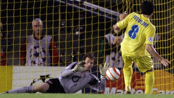 Arsenal's German goalkeper Jens Lehmann