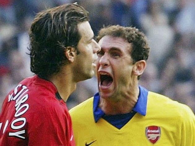Martin Keown and Ruud Van Nistelrooy argue