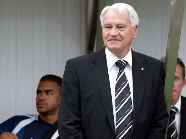 Newcastle manager Bobby Robson (C) is pi