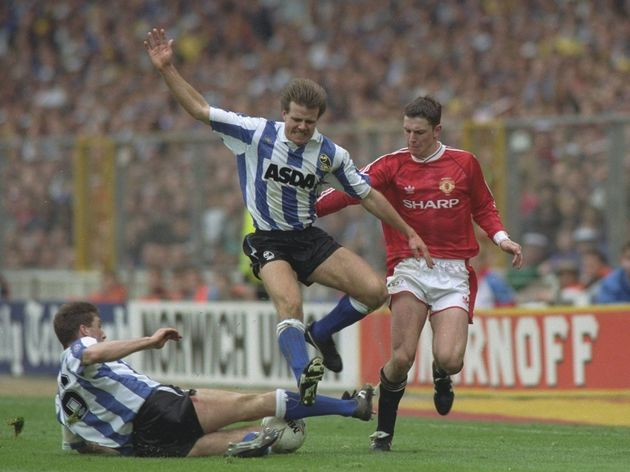 Roland Nilsson and Nigel Pearson of Sheffield Wednesday and Lee Sharpe of Manchester United